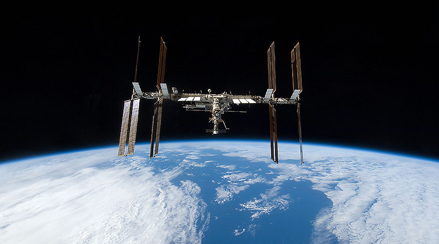 2006 iss seen from shuttle discovery