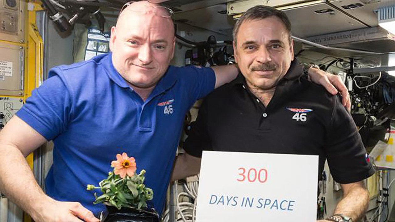 scott kelly mikhail kornienko 300 days