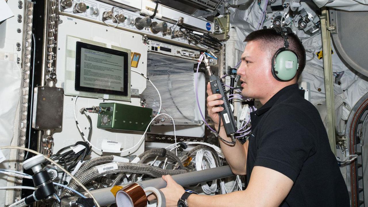 Kjell Lindgren hamradio ISS