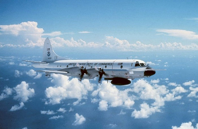 hurricane hunter reconnaissance aircraft upward