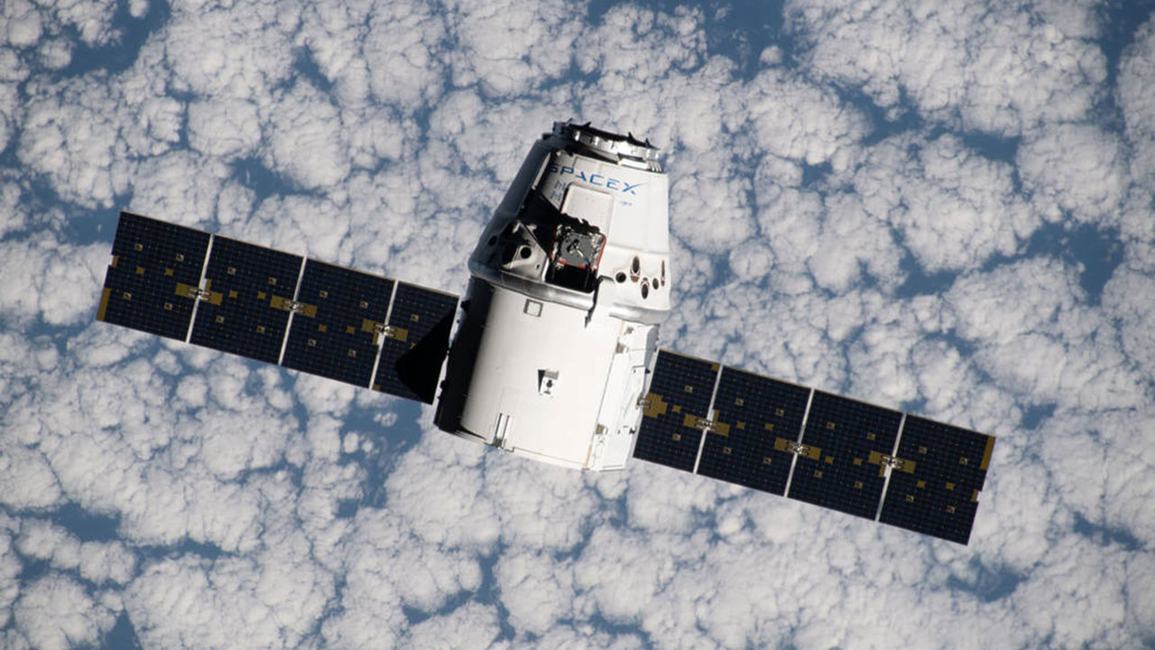 spx crs 18 dragon approaches station