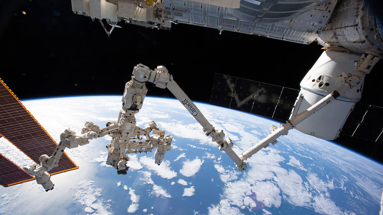 canadarm earth background