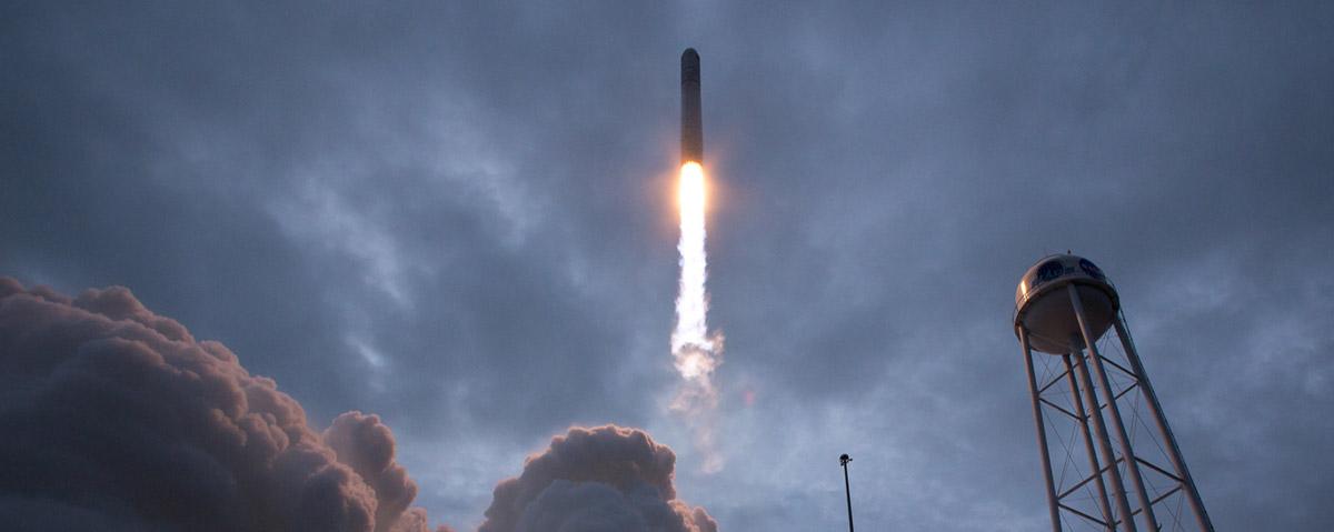 oa crs8 liftoff below