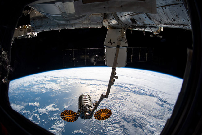 cygnus dragon docked