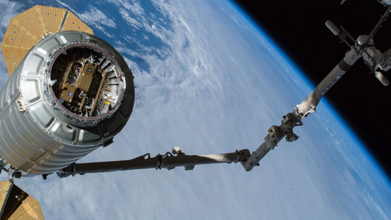 slinshot cygnus over earth