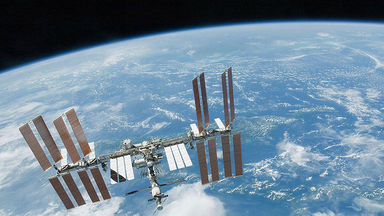 station over earth2
