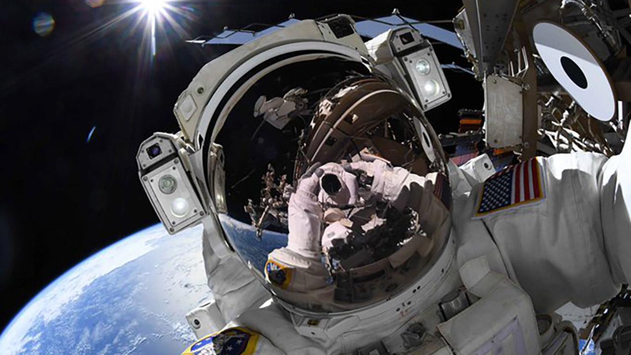 ricky arnold spacewalk sunglint