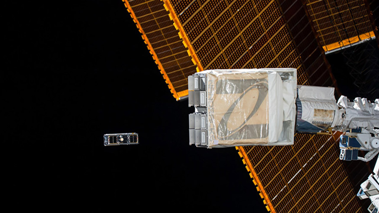 nanoracks deployer solararrays