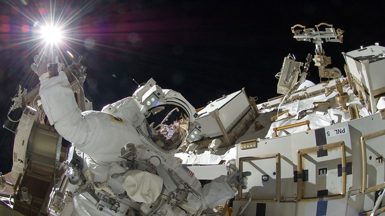suni spacewalk touches sun