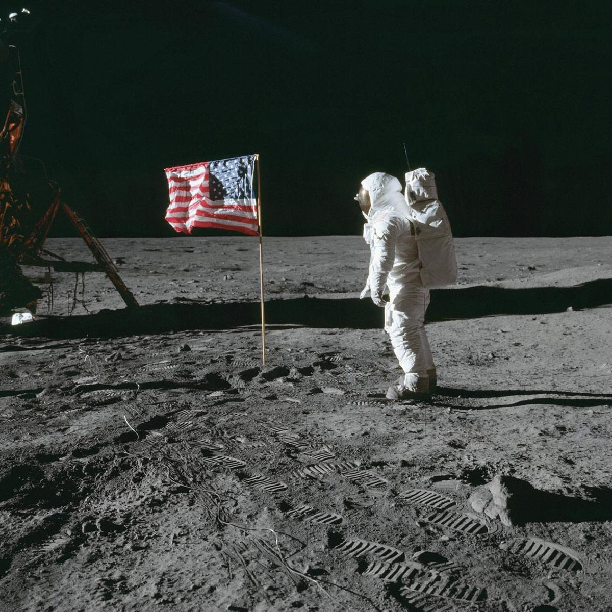 buzz aldren moon apollo 11