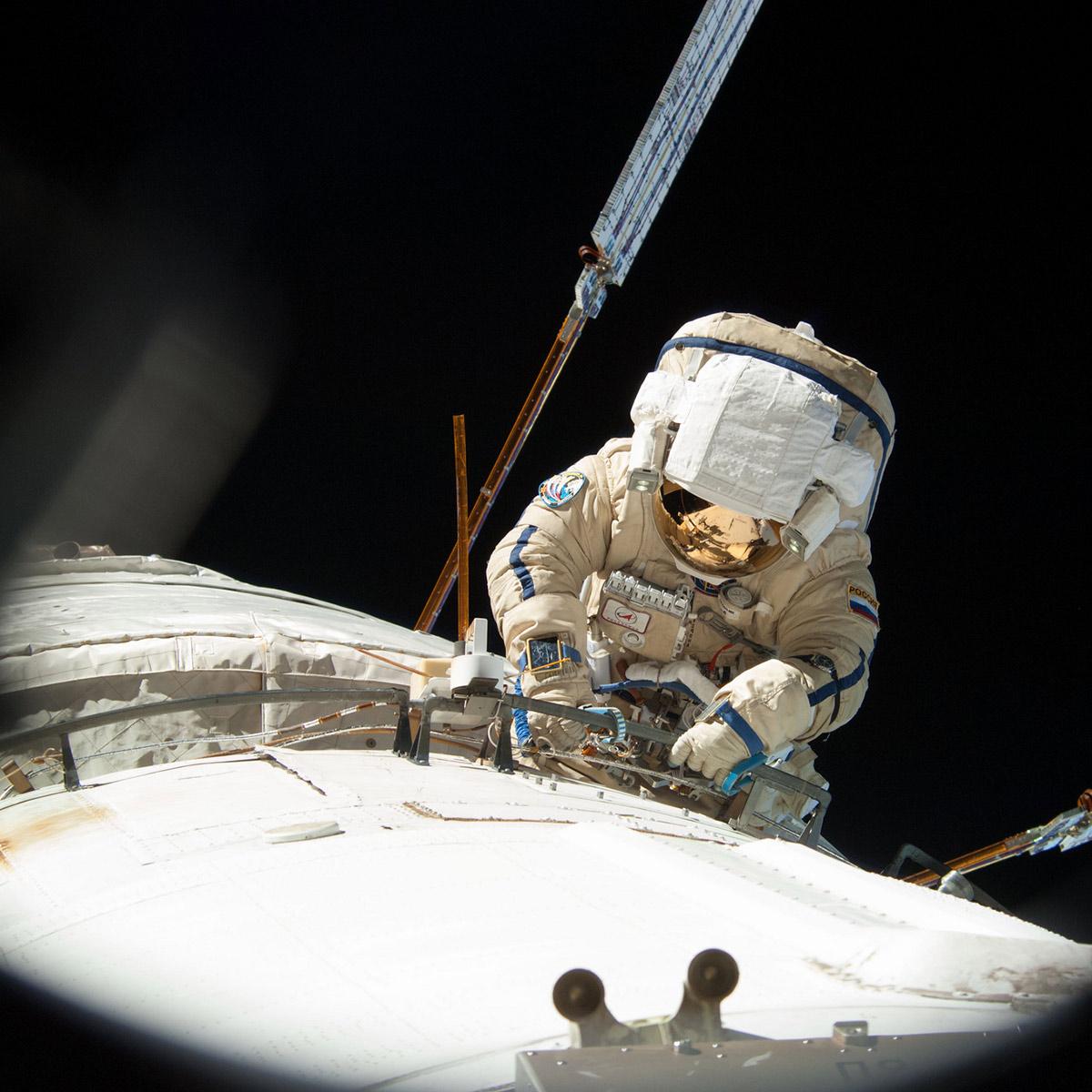 cosmonaut alexander misurkin spacewalk