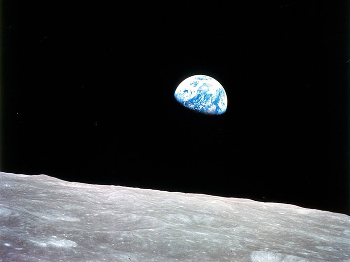 earthrise apollo 8