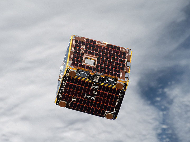 nanoracks remove debris