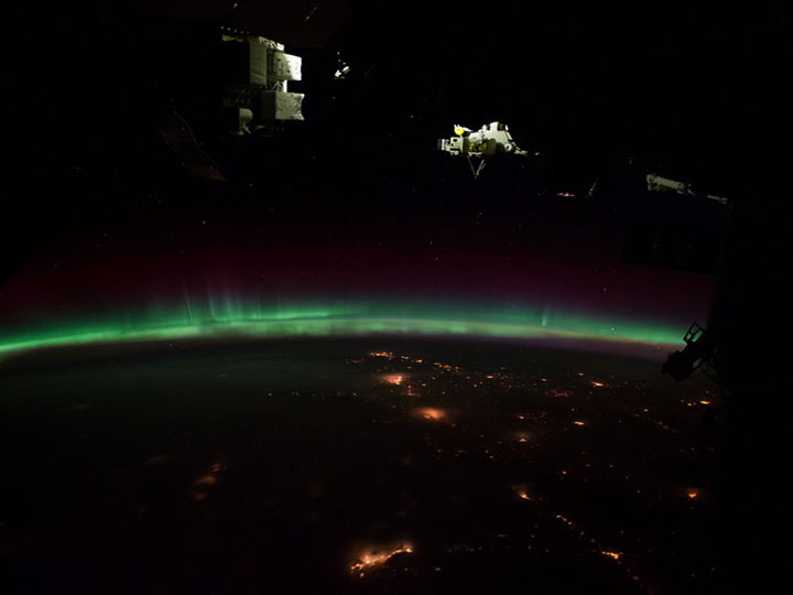 night earth aurora