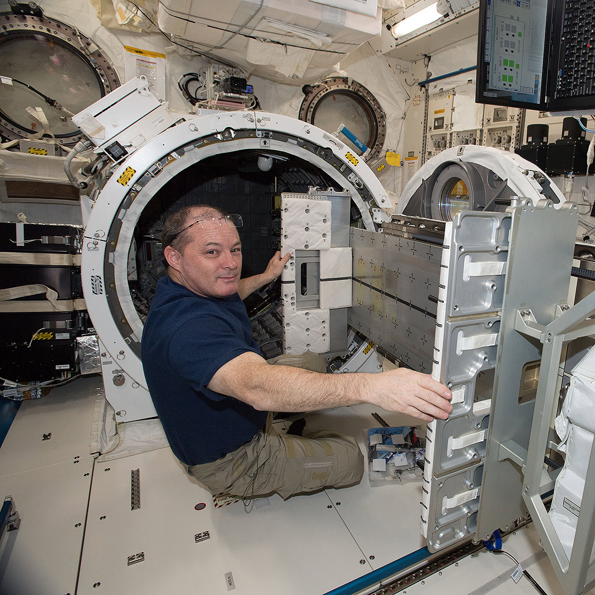 scott tingle japanese experiment airlock