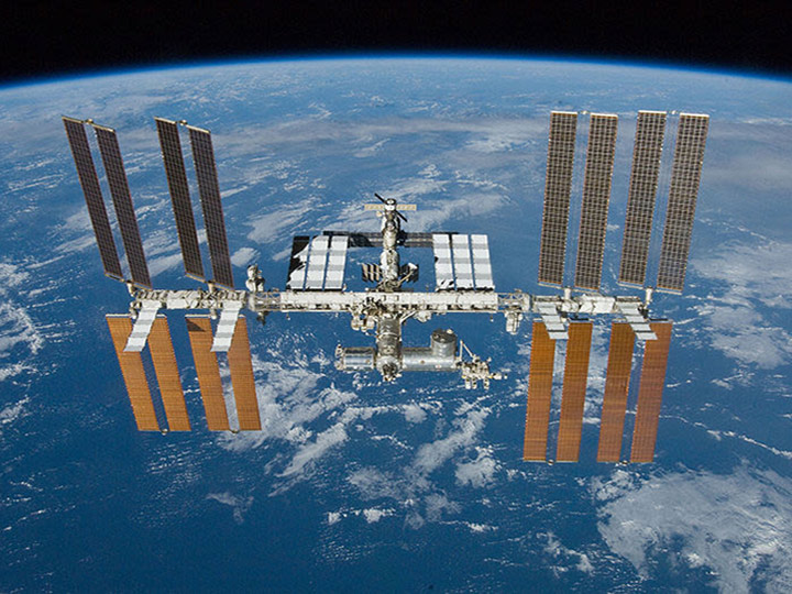 space station over earth 2