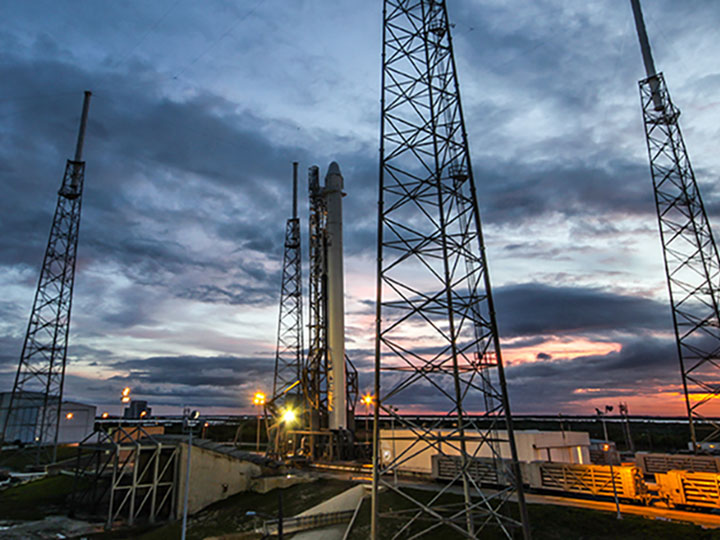 spacex crs4 sunset launchpad