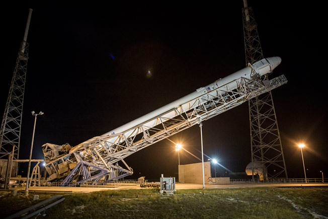 spacex crs5 raised to launchpad