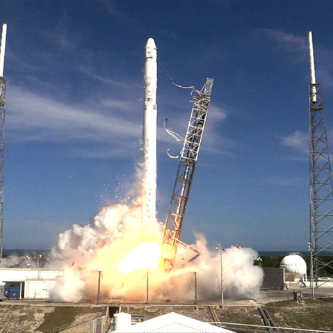spacex crs6 liftoff bluesky