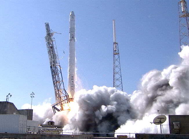 spacex crs6 liftoff