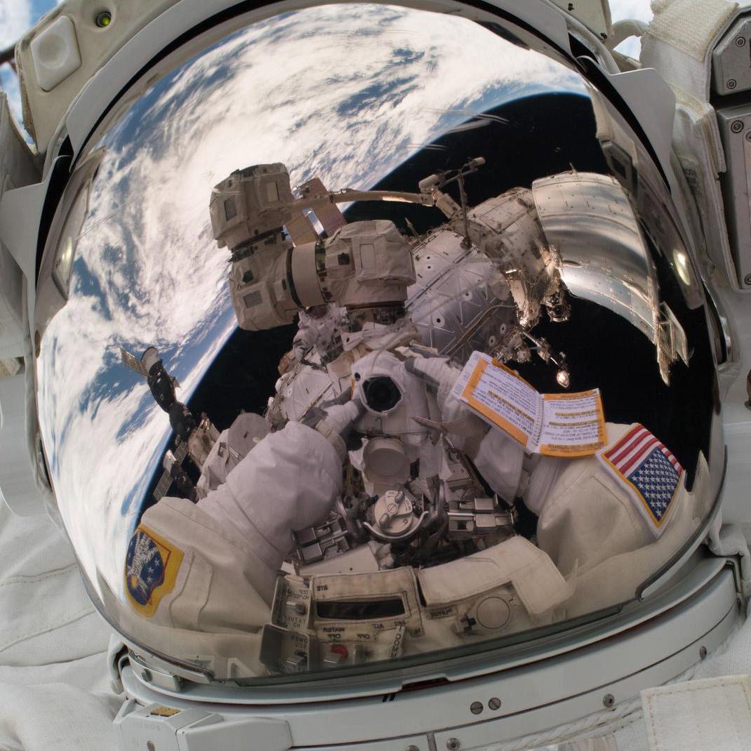 vande hei space selfie